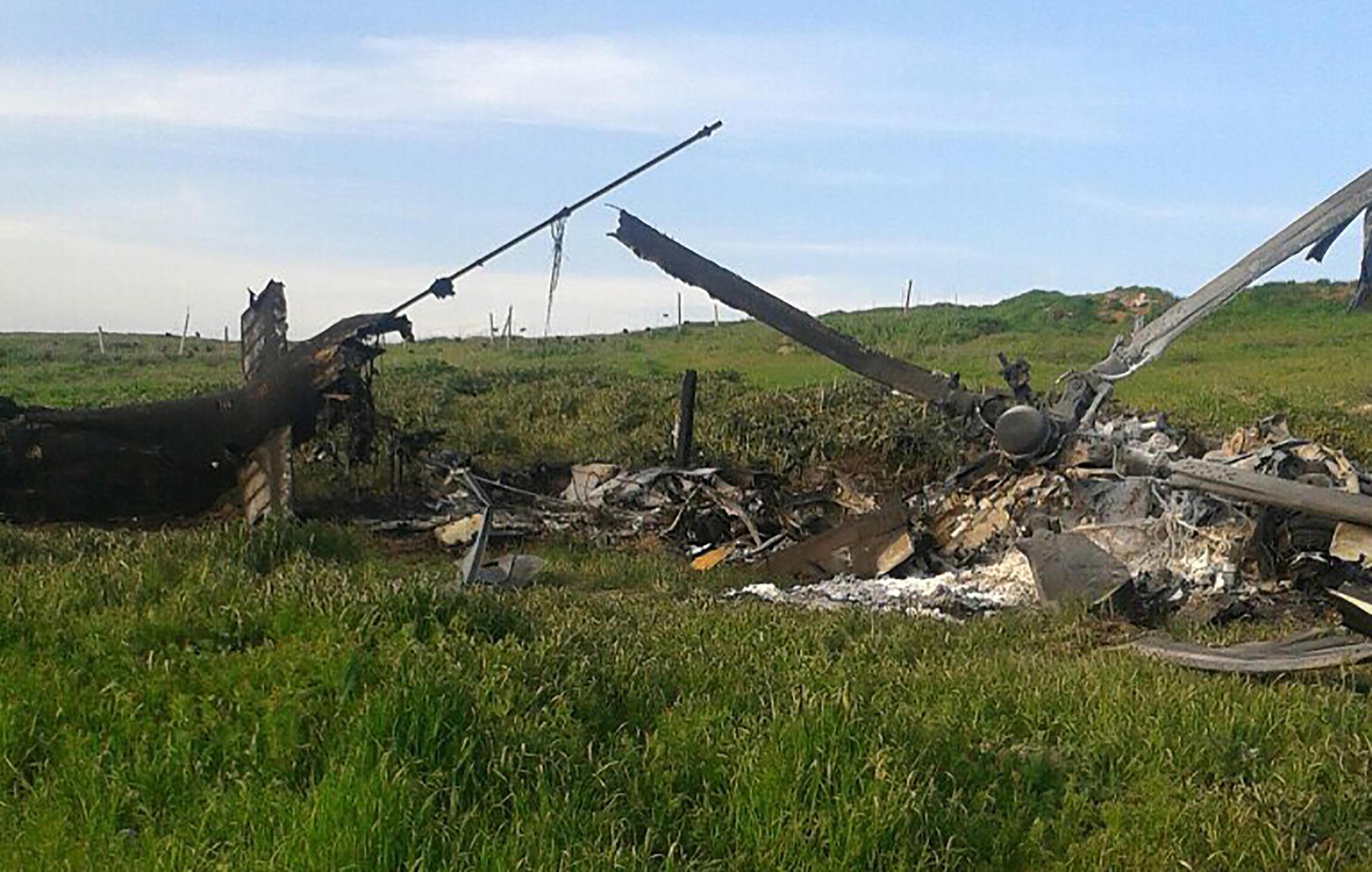 Một chiếc Mi-24 của không quân Azerbaizan bị bắn rơi, được lực lượng ly khai Thượng Karabakh chụp lại ngày 02/04/2016.
