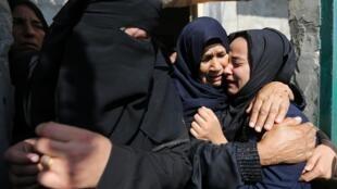 Famílias choram seus mortos na Faixa de Gaza, em 14 de novembro de 2019.