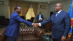 Le président congolais Félix Tshisekedi reçoit son nouveau Premier ministre Sylvestre Ilunga Ilunkamba, le 20 mai 2019 à Kinshasa.