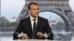 Президент Франции Эмманюэль Макрон во время интервью на BFM.