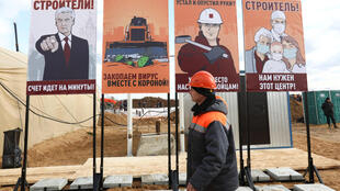 Russie - Chantier de construction d'un hopital pour Covid-19 dans la banlieue de Moscou