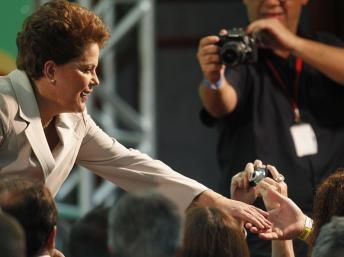 Dilma Rousseff foi felicitada pelo presidente francês logo depois da vitória.