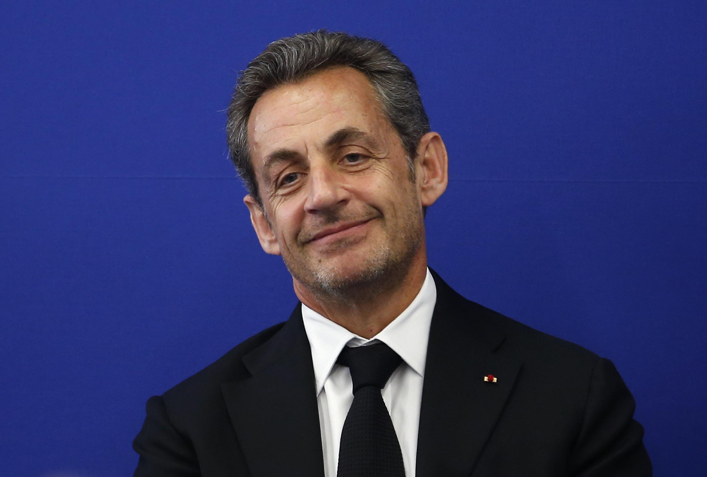 Ex-presidente francês, Nicolas Sarkozy, teceu duras críticas ao governo socialista e à extrema-direita francesa, em entrevista à rede de televisão France 2 neste domingo (21).