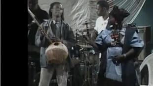 Capture d'écran d'une représentation musicale à l'ouverture du Festival Daoulaba.