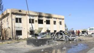 Le centre de formation de la police, à Zliten, en Libye, après l'explosion d'un camion-citerne par un kamikaze, le 7 janvier 2015.
