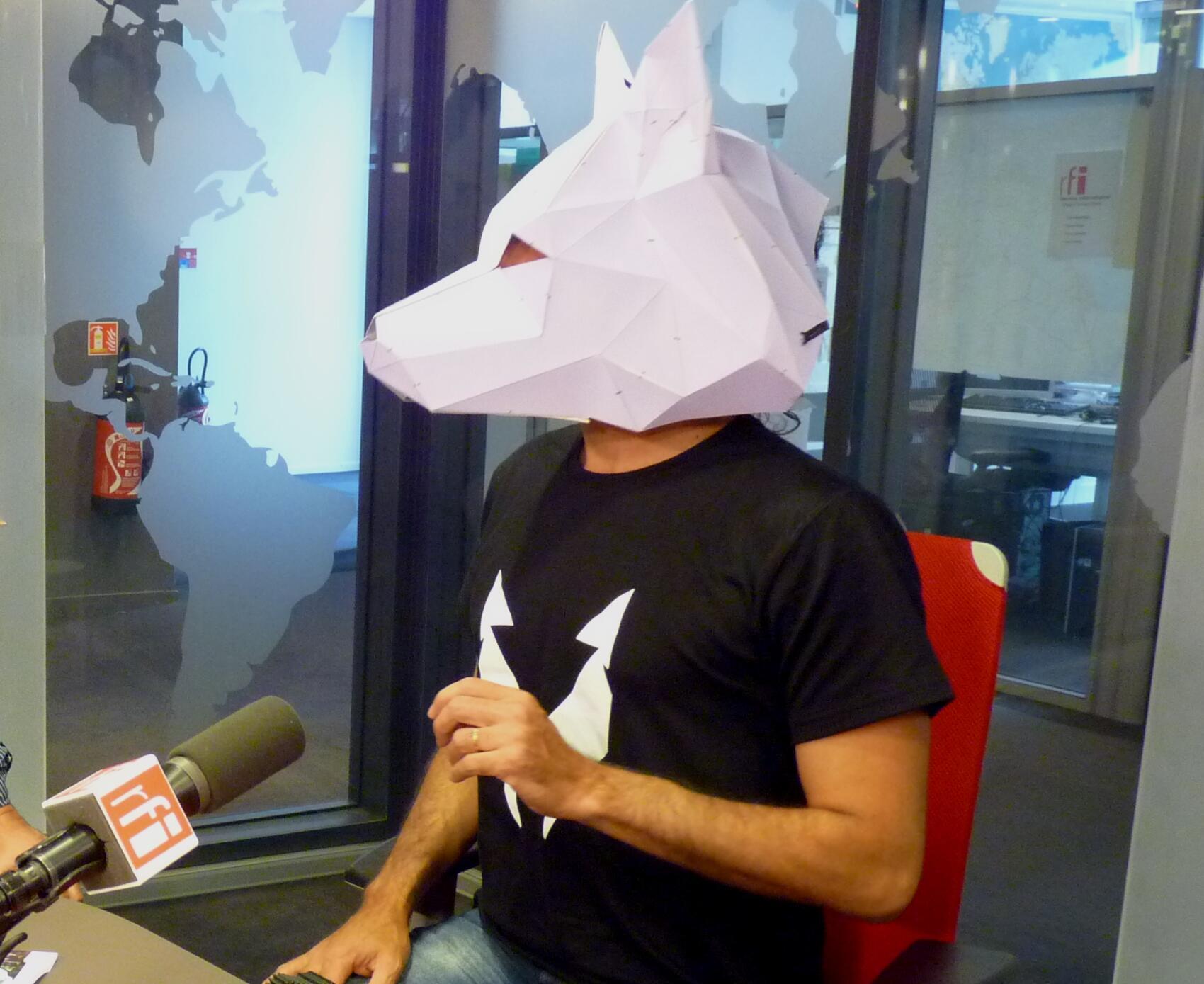 Lobo en los estudios de RFI