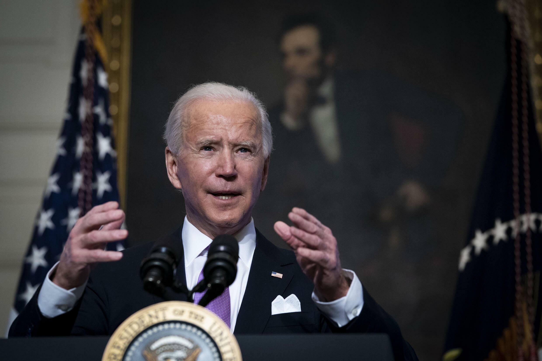 El presidente Joe Biden emitió una medida para imponer la vacunación contra covid-19 a todos los funcionarios federales y a las empresas con más de 100 empleados