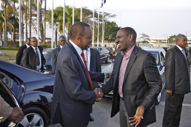 Rais wa Kenya Uhuru Kenyatta akiwa na naibu wake, William Ruto