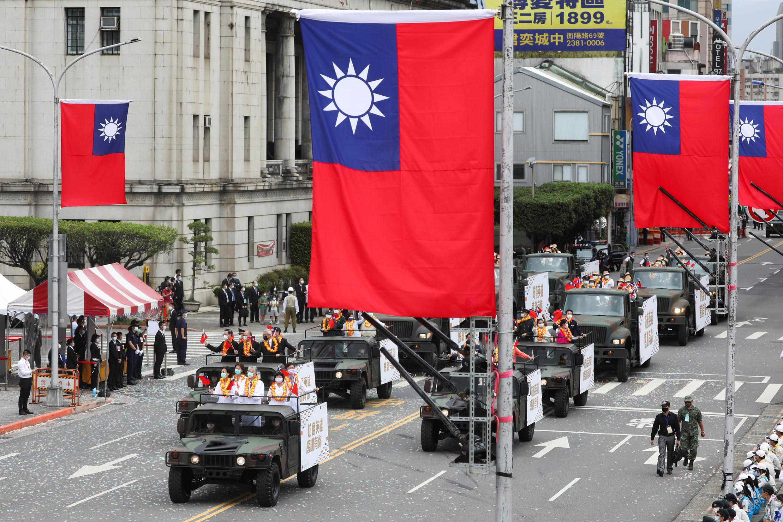 2020-10-10T033840Z_1517835712_RC2FFJ96XO2M_RTRMADP_3_TAIWAN-POLITICS
