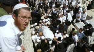 Imagem do enterro de Ben-Yosef Livnat, em Jerusalém.