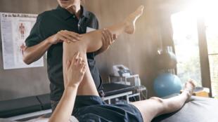 Si les ostéopathes et kinésithérapeutes travaillent sur la récupération du mouvement, ce qui les distingue, c'est les méthodes et les outils thérapeutiques utilisés.