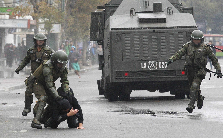 Une interpellation lors de la manifestation de Valparaiso, le 14 mai 2015.