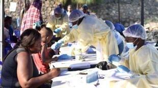 刚果(金)戈马的Himbi健康中心接种埃博拉疫苗之前2019年7月17日