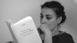 Salima Abada joue le rôle de Nedjma, la journaliste que Merzak Allouache envoie enquêter au paradis