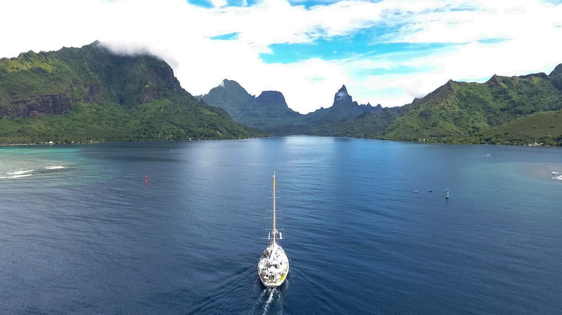 La goleta Tara realiza actualmente una expedición científica en el Pacífico.