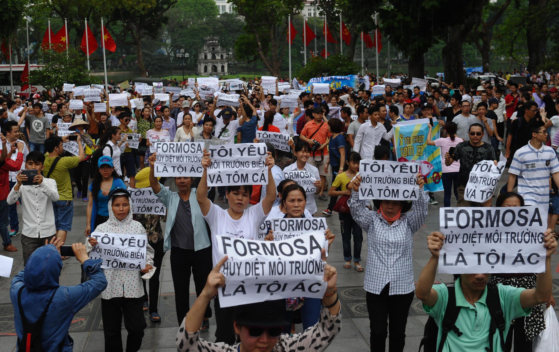 Biểu tình phản đối tập đoàn Đài Loan Formosa tại Hà Nội ngày 01/05/2016.