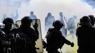Police - Hôpital - Greve - Confrontos - Affrontements - Polícia - Hospital