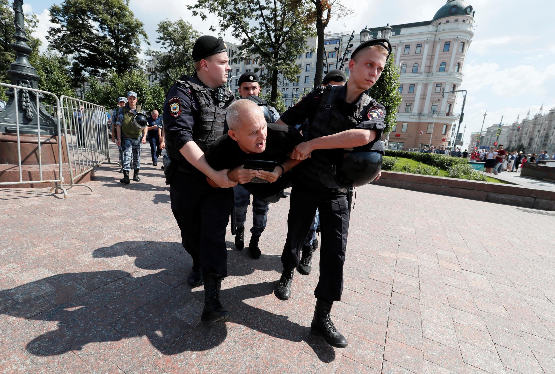 В субботу, 27 июля, в Москве за два часа до запланированного митинга в поддержку независимых кандидатов в Мосгордуму прошли первые задержания