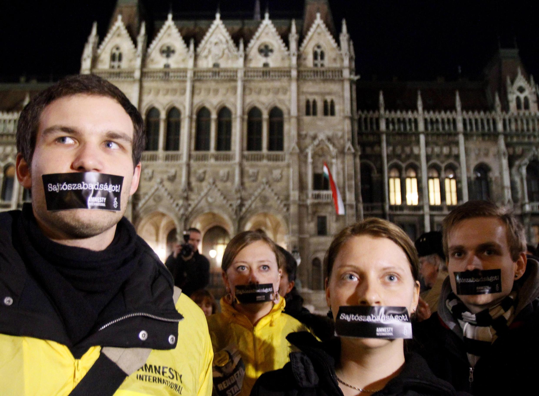 Biểu tình phản đối kiểm duyệt báo chí tại Budapest tháng giêng  2011.