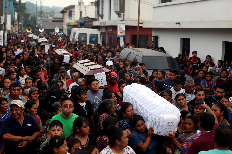 Mlipuko wa volkano ya Fuego,uliuawa watu zaidi ya 100, na kulazimu raia wengi wa Guatemala waliokua wakiishi karibu na eneo hilo kuyatoroka makaazi yao, Juni 4, 2018.