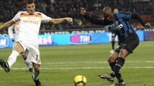 Samuel Eto'o égalise pour l'Inter Milan malgré Marco Motta.