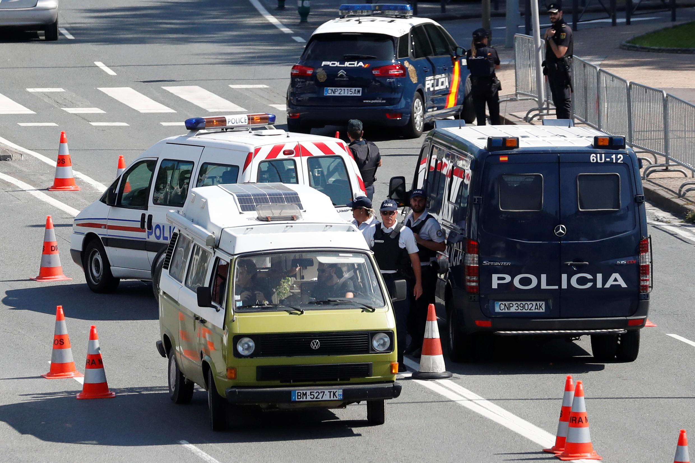 Cảnh sát Pháp và Tây Ban Nha kiểm tra khu vực biên giới ở Handaye, gần nơi diễn ra hội nghị thượng đỉnh G7, ngày 23/08/2019.