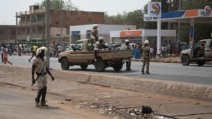 Les forces de sécurité dans les rues de Niamey au Niger, mars 2020.