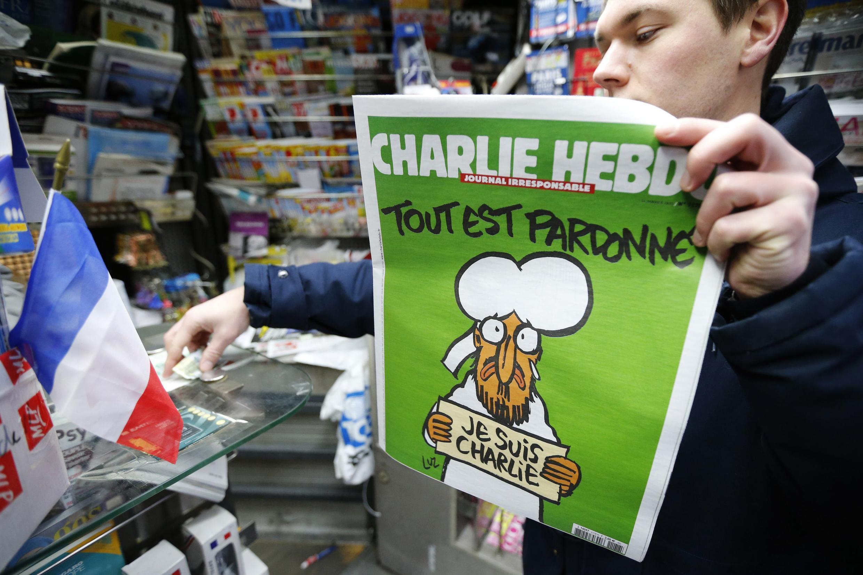 """شماره جدید """"شارلی هبدو"""" با کاریکاتور پیامبر اسلام، در فرانسه با استقبال بیسابقهای روبرو شد."""