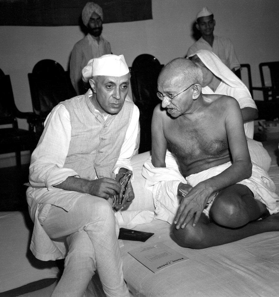 Nehru et Gandhi. Plus qu'un conseiller, Gandhi a profondément influencé la pensée politique des premiers dirigeants de l'Inde libre. L'homme était un think-tank à lui tout seul.