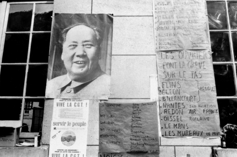 巴黎索爾本大學懸掛的毛澤東的巨幅圖像,1968年5月18日。