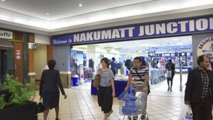 En l'espace de quelques mois, la success story  de la plus célèbre enseigne de supermarchés au Kenya a tourné au cauchemar, la dette de Nakumatt est évaluée à, au moins, plusieurs dizaines de millions de dollars.
