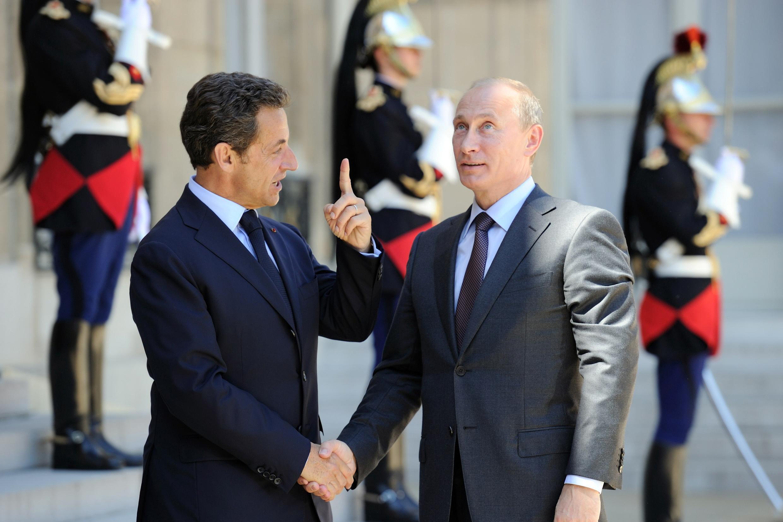 Президент Николя Саркози (слева) и премьер-министр Владимир Путин в Елисейском дворце. 2010 г.
