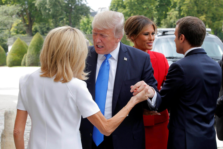 Президенты Франции и США Эмманюэль Макрон и Дональд Трамп и их жены Брижит Макрон и Меланья Трамп в Париже, 13 июля 2017 г.