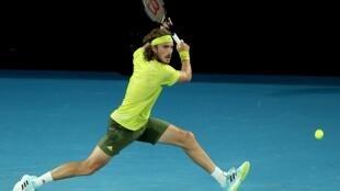 Le Grec Stefanos Tsitsipas contre l'Espagnol Rafael Nadal à l'Open d'Australie, le 17 février 2021 à Melbourne
