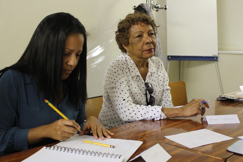 A colombiana Yolanda (à direita) participa da associação há uma década