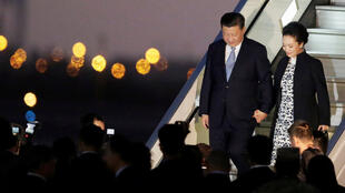 China's President Xi Jinping and his wife Peng Liyuan arrive for the 2016 APEC (Asia-Pacific Economic Cooperation) summit in Lima, Peru November 18, 2016.