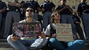 Rassemblement de protestation contre la violence envers les militants des droits des homosexuels, à Tbilissi en Géorgie, le 18 mai 2013.