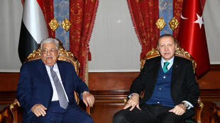 Recep Tayyip Erdoğan e Mahmoud Abbas em Istanbul.