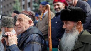 Участники митинга против договора о границе с Чечней. Магас, Ингушетия. 6 октября 2018 г.