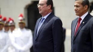 Le président français François Hollande aux côtés de son homologue péruvien, à son arrivée à Lima, le 23 février 2016.