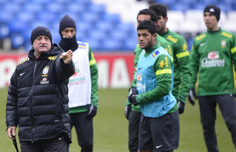 Treino em Londres da Seleção Brasileira que jogagá contra a Rússia, Felipão poderá escalar Kaká como titular.
