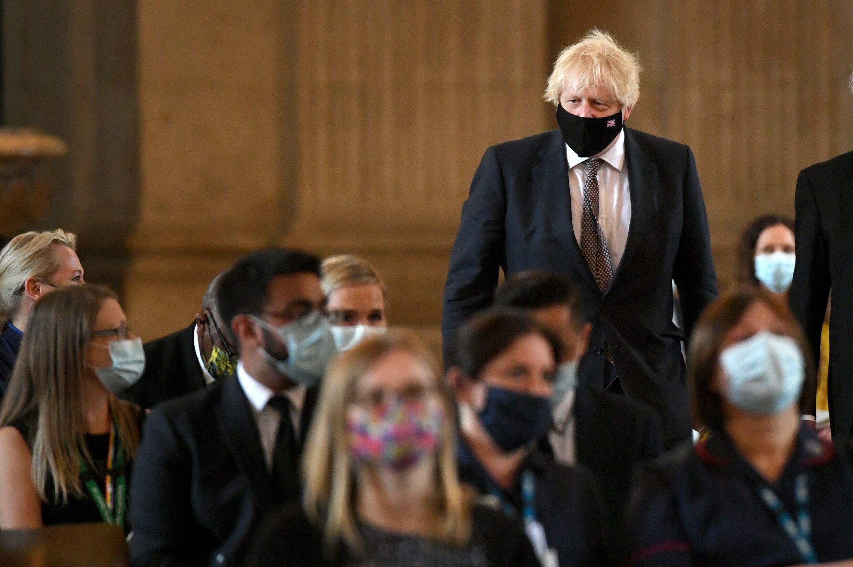 Boris Johnson llega a una ceremonia de acción de gracias para celebrar el 73 aniversario del Servicio Nacional de Salud británico, el 5 de julio de 2021 en la catedral de San Pablo, en Londres