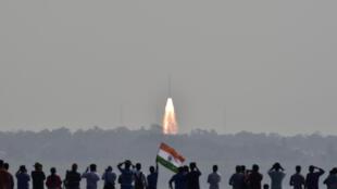 Indianos acompanham lançamento da Mangalyann, como é conhecida a missão Mars Orbiter Mission (MOM)