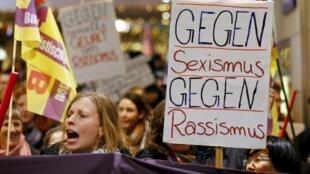 Centenas protestaram em Colônia.