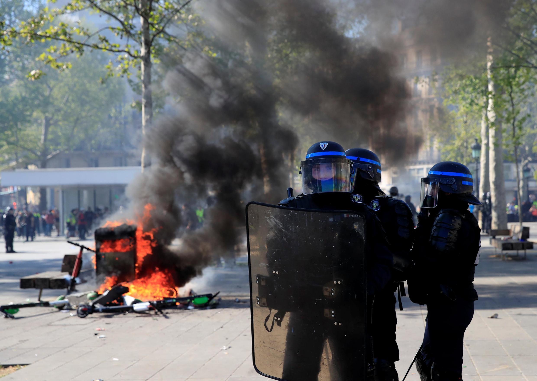 Protesto se transformou em palco de conflito na Praça da Repáblca, em Paris 20/04/2019