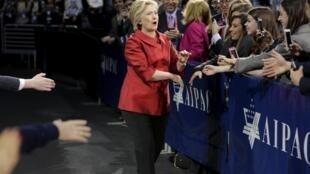 Hillary Clinton avant son discours devant l'AIPAC, le 21 mars 2016.