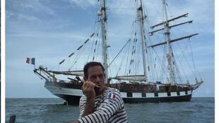 Капитан шхуны La Boudeuse Патрис Франсески. Начало миссии Земля-Океан.