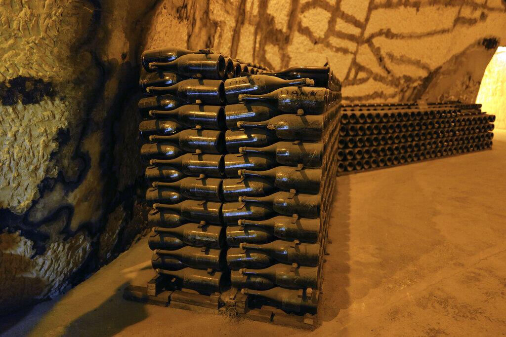 Os produtores da região leste da França, que abriga a indústria mundial de champagne, dizem ter perdido cerca de 1,7 bilhões de euros em vendas este ano.