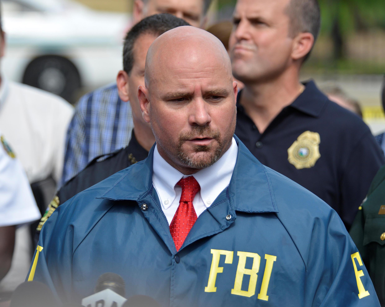 De acordo com o agente do FBI Ron Hopper, Mateen chamou a atenção dos investigadores 2 vezes, em 2013 e em 2014, sobre seus supostos laços com extremistas islâmicos.