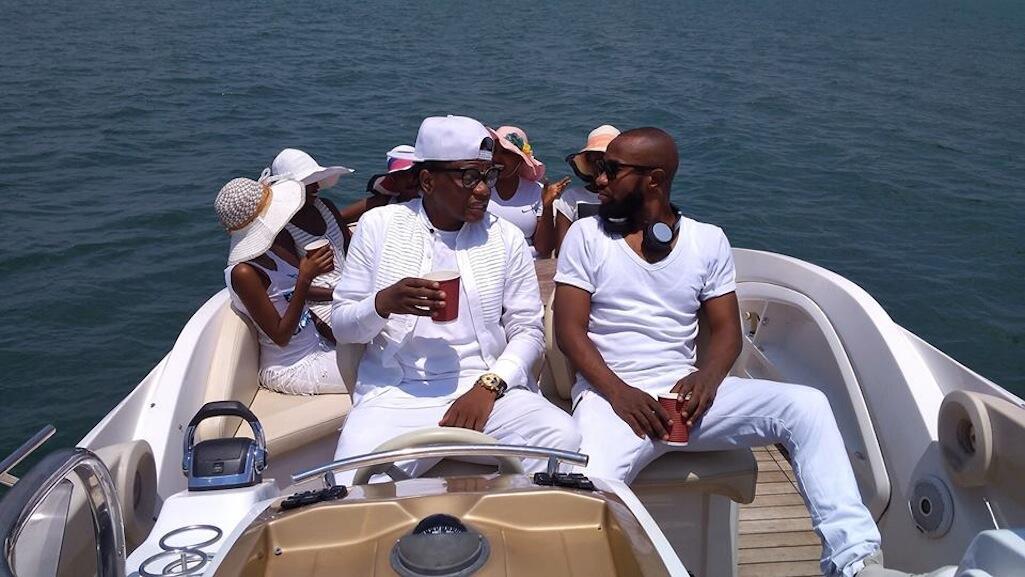 Mwanamuziki G-Bo alievalia kapero nyeupe wakati ikitengenezwa video ya wimbo wake Overdose uliomo katika album yake G4